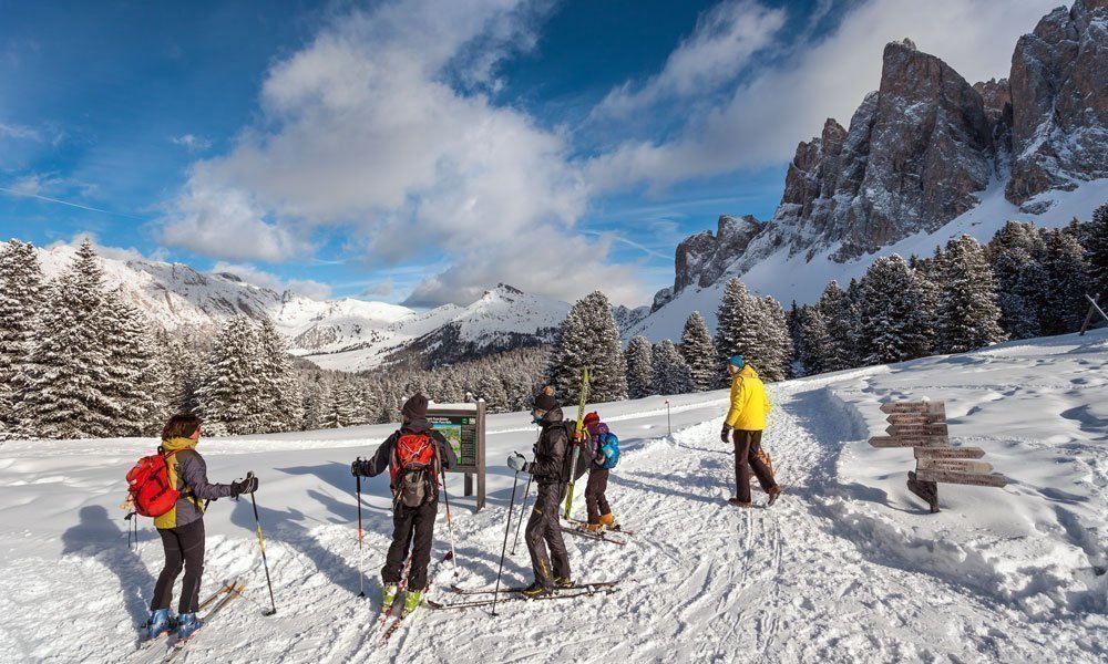Cross-country skiing through the valley of Villnöss